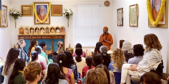 Meditation at Hansavedas Centre
